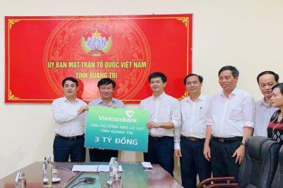 Vietcombank ủng hộ 11 tỷ đồng, chung tay cùng cán bộ, chiến sĩ và đồng bào miền trung vượt qua khó khăn trước thiên tai, lũ lụt