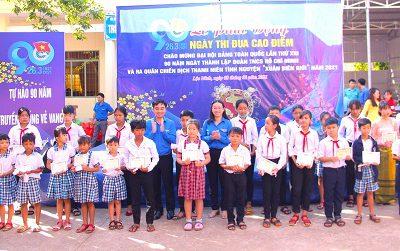 Cộng đồng doanh nghiệp cùng người trẻ Bình Phước giúp bà con vùng biên đón Tết sớm