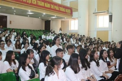 Trường THPT Chuyên Ngoại ngữ Hà nội cho học sinh thi học kì trực tuyến