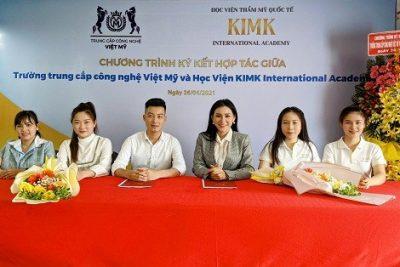 Trường Trung cấp Công nghệ Việt Mỹ hợp tác với Học viện thẩm mỹ KIMK đào tạo nghề chăm sóc sắc đẹp