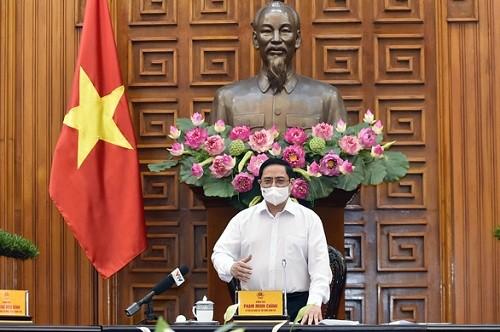Chính phủ tập trung chỉ đạo, các bộ, cơ quan, ban, ngành, địa phương phải tập trung thực hiện bằng được chiến lược vắc xin, Thủ tướng Phạm Minh Chính chỉ đạo.