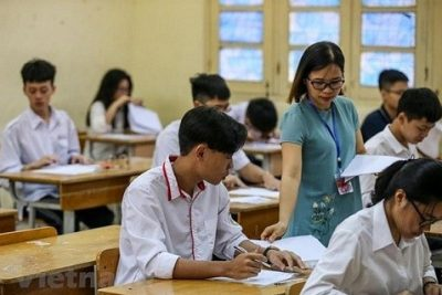 Thí sinh Hà Nội làm thủ tục dự thi lớp 10 theo hình thức trực tuyến