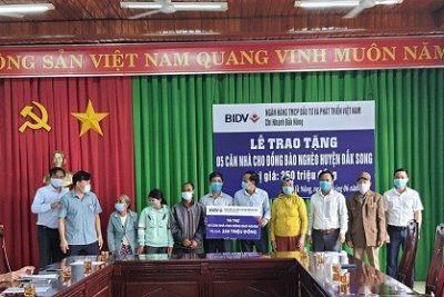 Ngân hàng BIDV Đắk Nông trao tặng nhà cho các hộ gia đình khó khăn