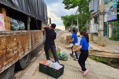 Tuổi trẻ Bình Phước gửi ít rau quả động viên người Sài thành chống dịch