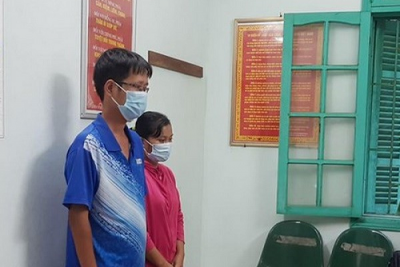 Bắt 2 nhân viên y tế ở Thái Bình nhận hối lộ để công nhân 'thông chốt'