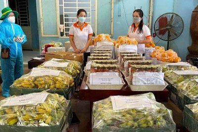 Thanh niên cùng nữ doanh nhân Bình Phước trao hàng trăm túi lương thực, hỗ trợ sinh viên TP HCM